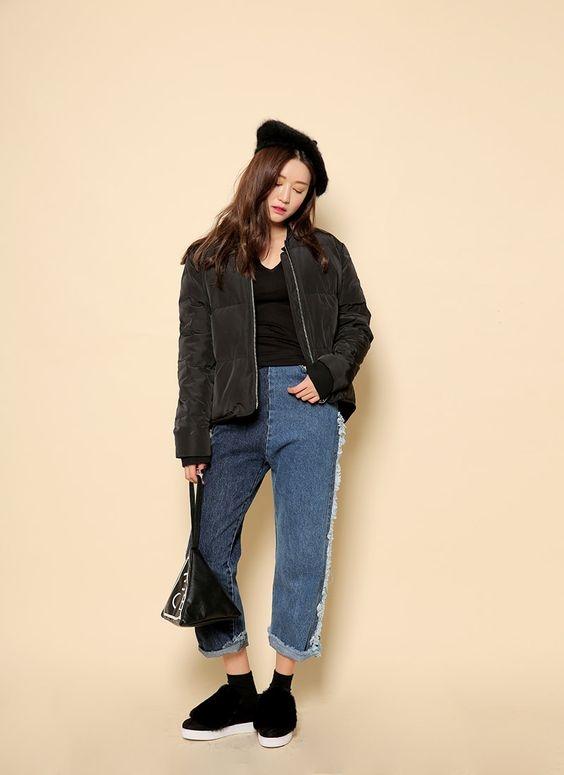 Baggy rách hay trơn đã quá phổ biến, một chiếc quần hai màu với phần viền cách điệu mới là điều mà giới trẻ đang tìm kiếm.