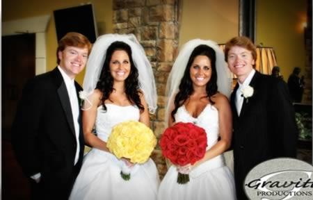Cặp chị em sinh đôi Ginna và Gaylen Glasscock, bắt đầu hẹn hò với hai anh emErich và Nicholas Schmidt vào năm đầu Đại học.(Ảnh: Internet)