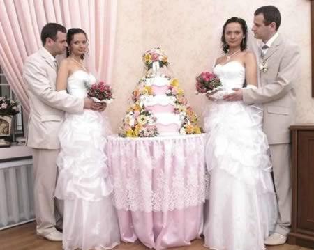 Hai anh em nhà Semyonov gặp hai chị em Lilia và Liana khoảng 1 năm trước khi đám cưới tại một bữa tiệc trong hộp đêm ở St Petersburg.(Ảnh: Internet)
