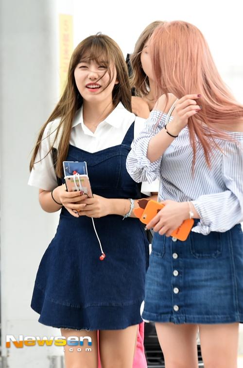 Mái tóc của Kim So Hye khốn khổ vì cơn gió bất trị.