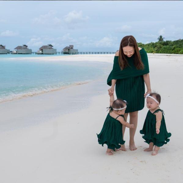 Khi còn trong bụng mẹ, Leia và Lauren cùng chia sẻ một túi nước ối, nhưng lại có hai dây rốn tách biệt. Cũng vì điều đó mà việc mang thai của Amber rất khó khăn, lúc sinh cũng nguy hiểm hơn người khác.(Ảnh IG @leialauren)