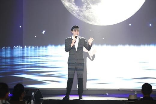 """Top 3 Vietnam Idol - Đông Hùng xuất hiện lịch lãm, lắng đọng trong ca khúc """"Chưa bao giờ""""."""