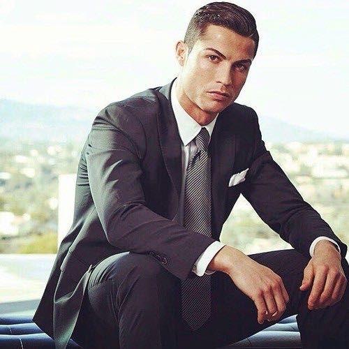 Fan sốt bần bật vì Ronaldo và Jason Statham tụ hội