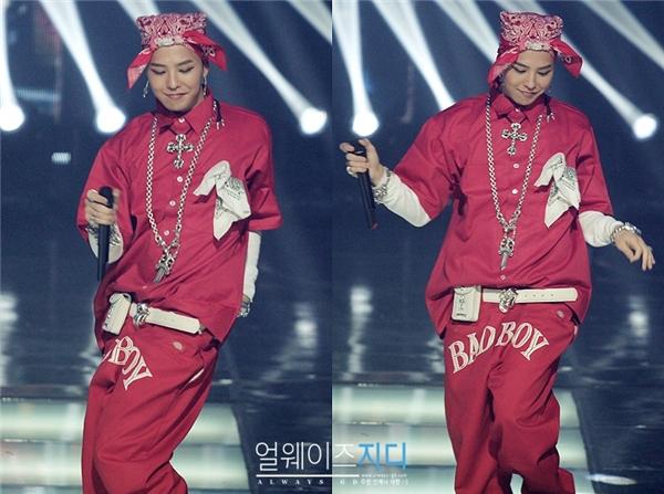 """Nổi tiếng là fashionista """"siêu chất"""" nhưng G-Dragon cũng không ít lần khiến truyền thông và các fan bất ngờ với thời trang xuề xòa như thế này."""