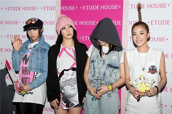 2NE1 đúng là mỗi người một vẻ, phong cách hoàn toàn không có bất kì điểm nào ăn nhập với nhau.