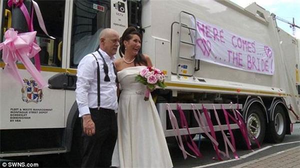 Ngả mũ với ý tưởng biến xe rác thành xe hoa siêu độc đáo của cô dâu