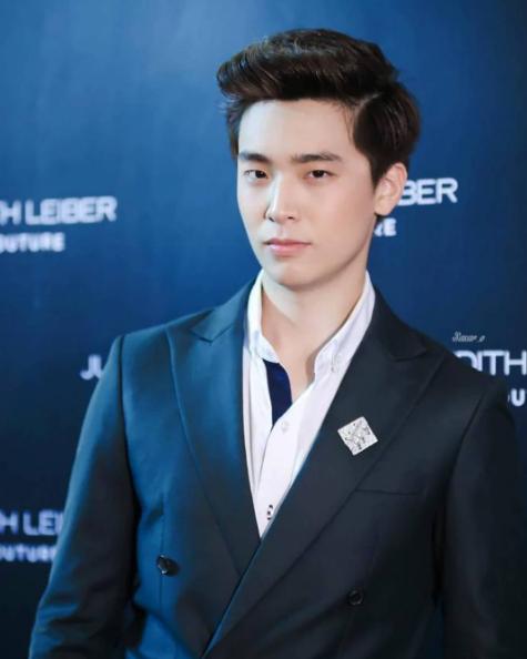 Là sinh viên năm cuối chuyên ngành thú y nhưng Neng được đông đảo bạn trẻ Thái Lan biết đến với vai trò là một người mẫu. Anh chàng sở hữu chiều cao đáng ngưỡng mộ cùng đôi mắt một mí đầy cuốn hút.Nhiều người nhận xét trông Neng cứ như diễn viên Hàn Quốc.