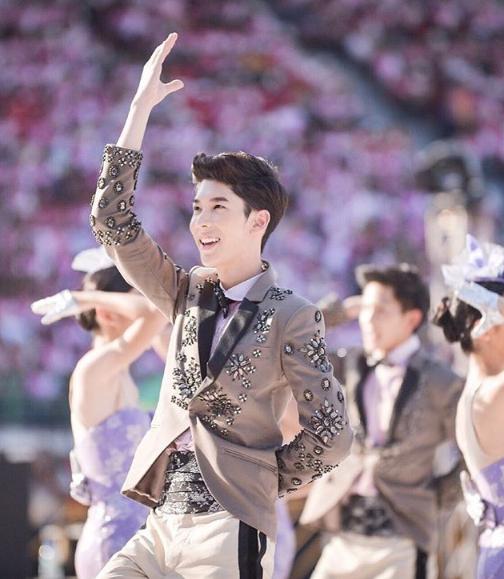 Không những đẹp trai, cao ráo,Kavinpat còn học rất giỏi.Anh chàng chính là đại diện sinh viên của đại học Chulalongkorn. Kavinpat thường xuyên tổ chức và tham gia các hoạt động trong trường, anh chàng còn rất giỏi vũ đạo, ca hát và cả thể thao.