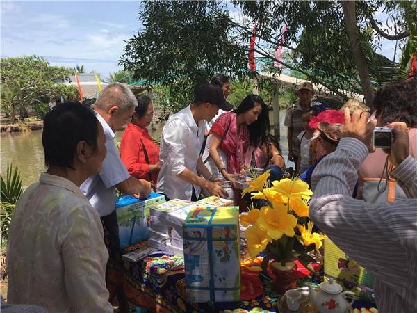 Thuỷ Tiên, Công Vinh chi 100 triệu để xây cầu cho trẻ em nghèo đi học - Tin sao Viet - Tin tuc sao Viet - Scandal sao Viet - Tin tuc cua Sao - Tin cua Sao
