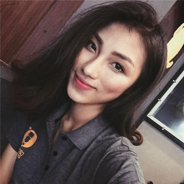 Cô nàng là một trong những hot girl đình đám của Học viện hàng không.