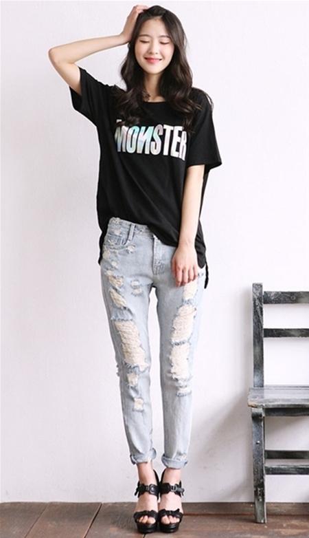 Phá cách với jeans rách sẽ cực kì thích hợp cho các buổi dã ngoại.