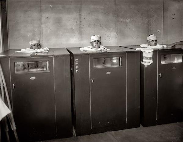Vật lý trị liệu vào năm 1920 đã được thực hiện một chút khác nhau. Các bệnh nhân trông giống như một đầu bếp trong lò nướng.