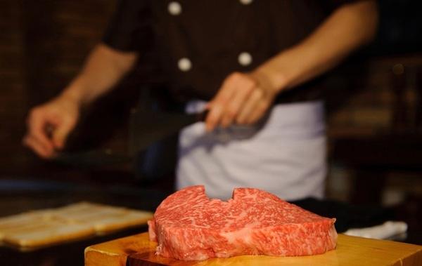 Cận cảnh cuộc sống ông hoàng bà chúa của bò Kobe