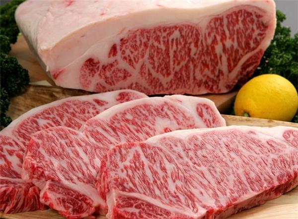 Giá mỗi cân thịttheo một cân Anh (khoảng 0,454kg) bò Kobelên tới hơn 300 USD (hơn 6 triệu đồng).