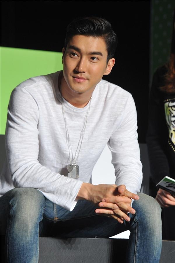Loạt thần tượng xứ Hàn gây sốt với ảnh webcam trong quá khứ