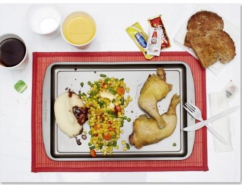 Ronie (40 tuổi) trước khi chếtđã yêu cầu 2 miếng gà nướng, rau củ trộn bơ, khoai tây nghiền, bánh mì nướng trà túi lọc, rượu, nước lọc.