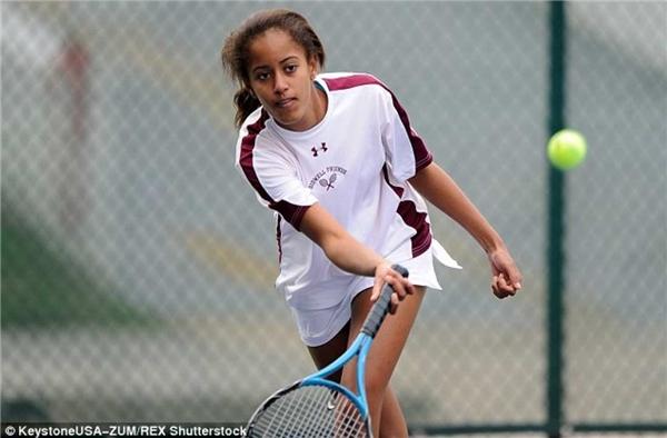 Tennis là môn thể thao yêu thích của cô gái này.