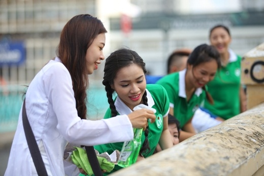 Văn Mai Hương ăn mặc giản dị tham gia bảo vệ môi trường - Tin sao Viet - Tin tuc sao Viet - Scandal sao Viet - Tin tuc cua Sao - Tin cua Sao
