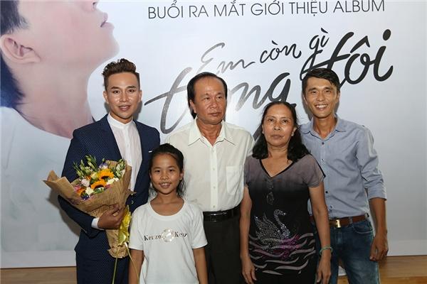 Gia đình nam ca sĩ Huỳnh Tân