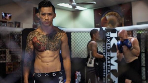 Martin Nguyen vừa làm thợ máy 10 tiếng/ngày vừa phải giành nhiều giờ đồng hồ trong phòng gym để tập luyện cho các trận đấu. (Ảnh: SBS Online)