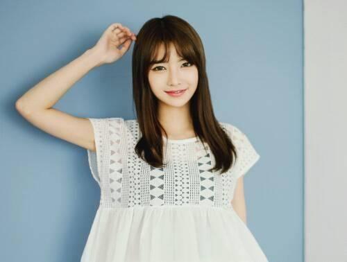 Không quá đình đám như nhiều cô nàng khác nhưng Byun Seo Eun vẫn là cái tên có chỗ đứng nhất định trong giới ulzzang nhờ theo đuổi phong cách sang chảnh, nữ tính và hiện đại trong cách ăn mặc. Cô nàng rất biết cách chọn quần áo đúng mốt để tôn lên chiều cao chuẩn và đôi chân dài của mình.