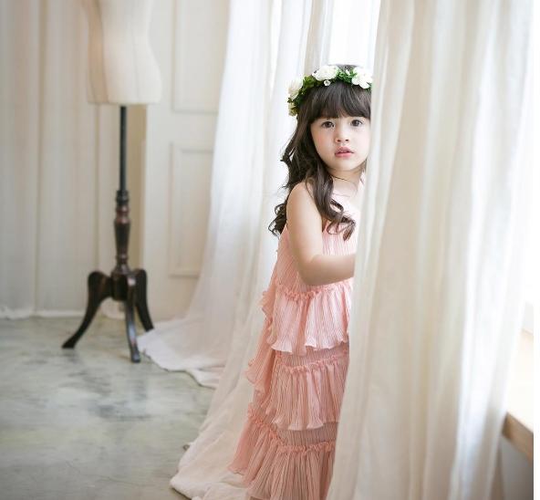 Mà còn xinh xắn, yêu kiều trong bộ trang phục công chúa.