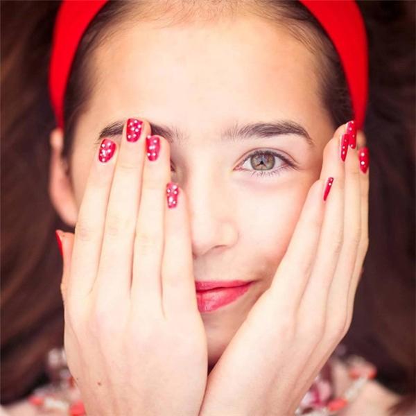 Đôi mắt hút hồn của hot girl lai Việt - Ireland.