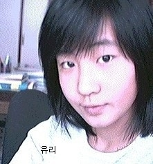 """Ngoài đôi mắt được mẹ """"tài trợ"""" tiền phẫu thuật hai mí, các đường nét còn lại trên gương mặt của Yuri (SNSD) hoàn toàn không có gì thay đổi."""