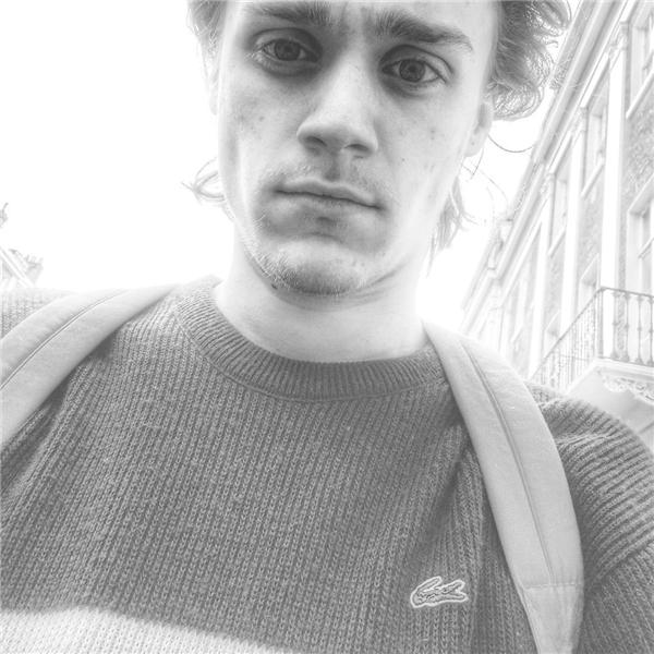 Hiện nay, phần lớn thời gian Benedict dành cho việc chu du khắp nơi và chụp ảnh. (Ảnh: Instagram)