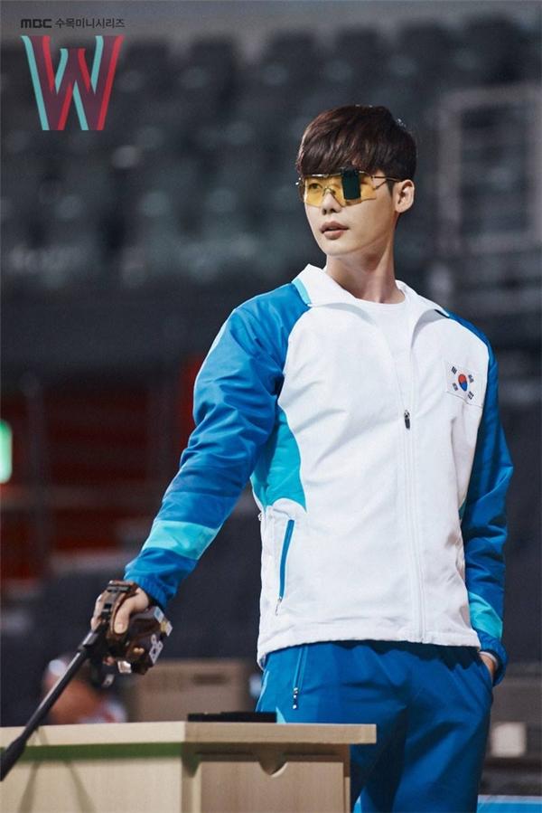 """Lee Jong Sukhiệnđang tham gia bộ phim """"W"""" (W - Hai Thế Giới).(Ảnh: Internet)"""