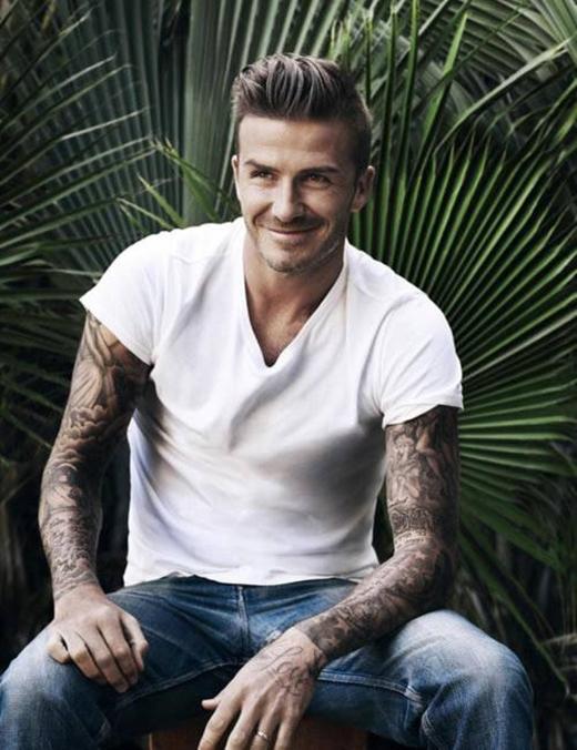 Đối với riêng David Beckham thì không phải bàn cãi vấn đề... mặc gì cũng đẹp, và đẹp nhất là áo thun trắng.
