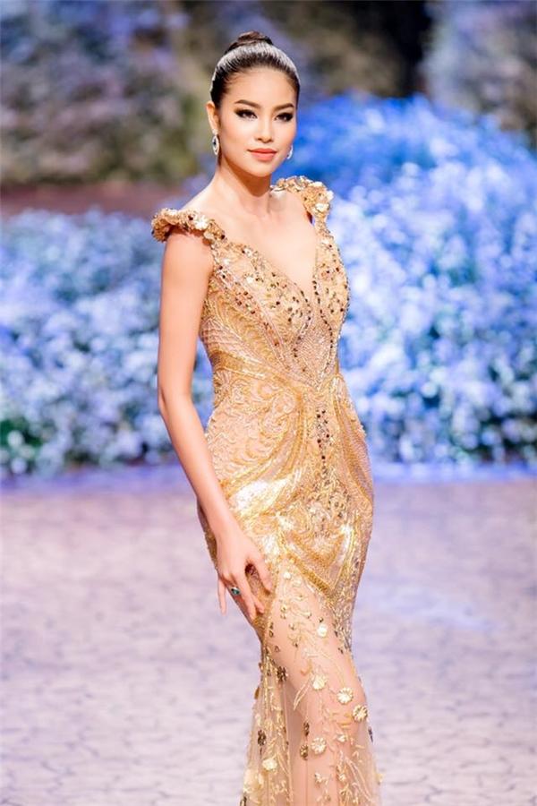 Phạm Hương được xếp đứng vị trí thứ 4 trong danh sách top 50 người phụ nữ đẹp này, đứng trên cả các thiên thần nội y danh tiếng. Tuy nhiên, theo một số ý kiến, do bảng xếp hạng không phân theo quy chuẩn nào rõ ràng nên vẫn khó để xác minh được độ chính xác của thông tin này.