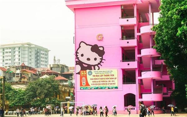 Thực hư trường Đại học Giao thông vận tải nhuộm hồng Hello Kitty