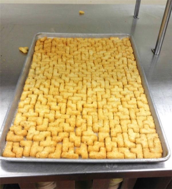 Người sắp những miếng bánh được như thế này chắc chắn siêu giỏi trò xếp hình.