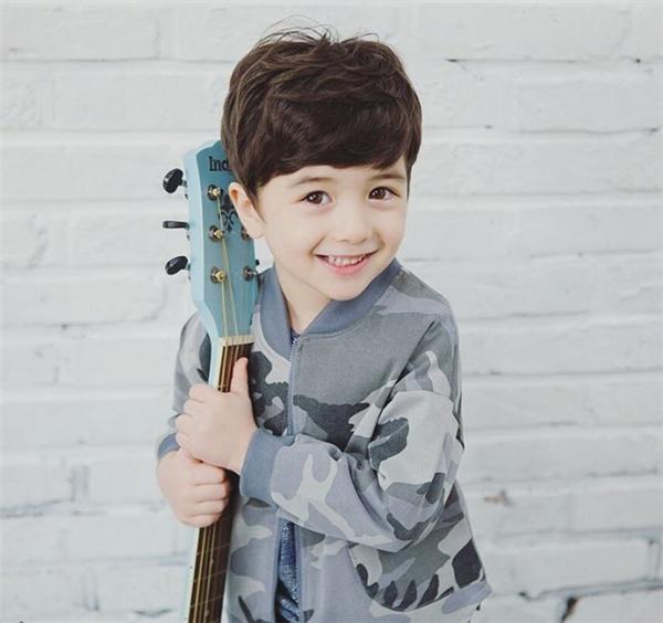 Cậu bé khiến nhiều người ngạc nhiên khi có thể nói cả hai thứ tiếng Nga và Hàn.