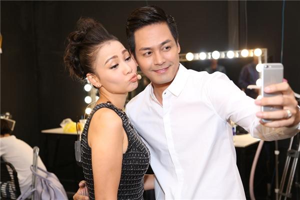 Giọng ca Đường cong chu môi đáng yêu bên MC Phan Anh.