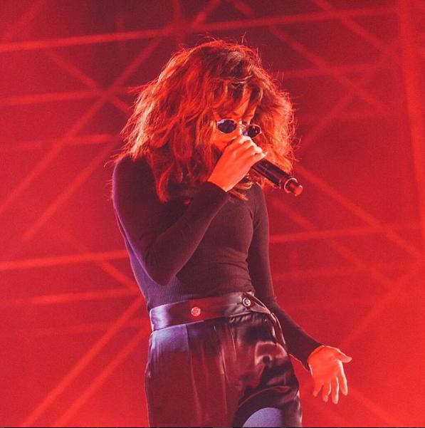 Selena được người hâm mộ châu Á khen nức nở với mái tóc mới nổi loạn