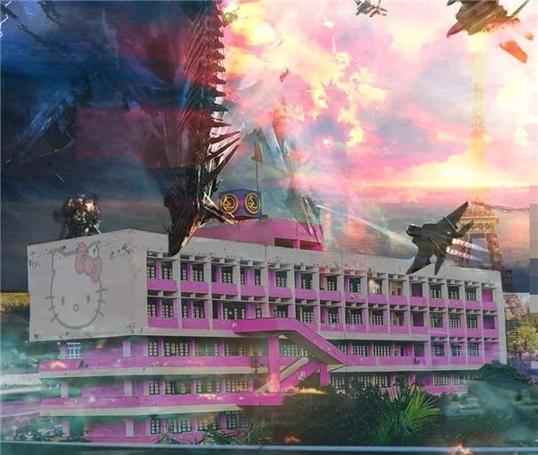 """Các thánh chế ảnh đã vẽ nên viễn cảnh của ngày tận thế ở một trường đại học ở Việt Nam, được biết ngôi trường này """"dương thịnh âm suy"""" nên đã phù phép để ngôi trường có màu hồng mèo Hello Kitty xinh xắn cho cân bằng."""
