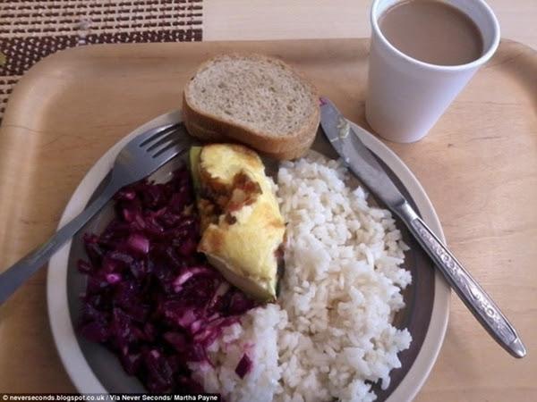 Estonia: cơm trắng, thịt, rau bắp cải tím, bánh mì và một ly socola.