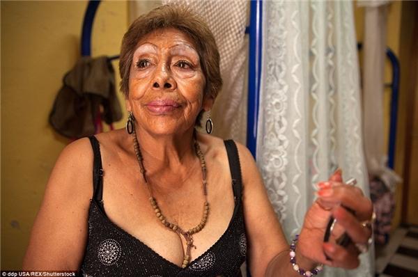 """Luchita là một trong những gái """"bán hoa"""" già sống ở trung tâmCasaXochiquetzal, nơi đã mang đến cho bà sự đối xử tử tế về mặt tinh thần lẫn vật chất."""