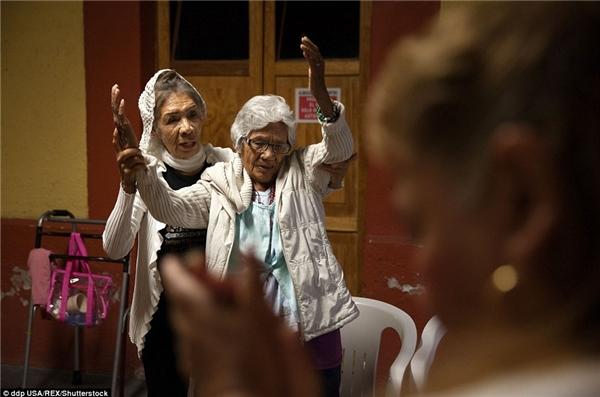 Trung tâm thường tổ chức các buổi lễ cầu nguyện hàng tuầnđáp ứng nhu cầu về đời sống tâm linh,giúp các cư dân của mình có thể vượt qua được những vấn đề vềsức khỏe vàtinh thần.
