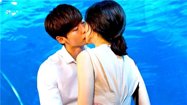 """Nụ hôn """"chị em"""" trong """"I Hear Your Voice"""".(Ảnh: Internet)"""
