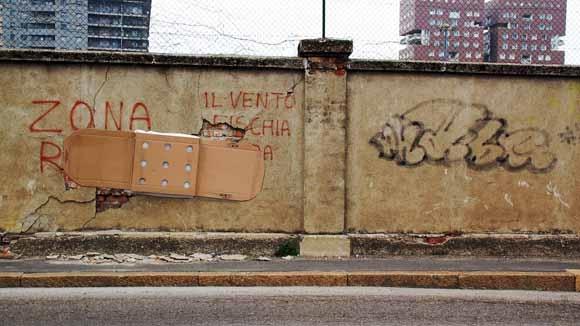 Những bức tường đường phố ngày nay cũng cần phải có băng trị thương.