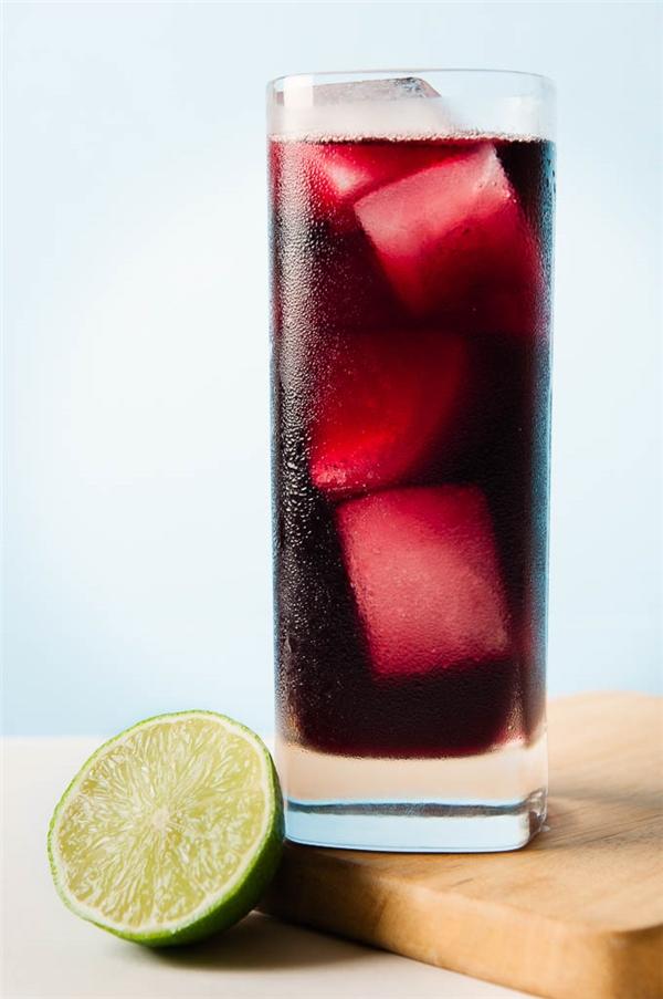 Rạp chiếu phimTây Ban Nha bánCalimocho, thức uống pha trộn bởi rượu vang đỏ và coca thay vì các loại nước có ga thông thường.