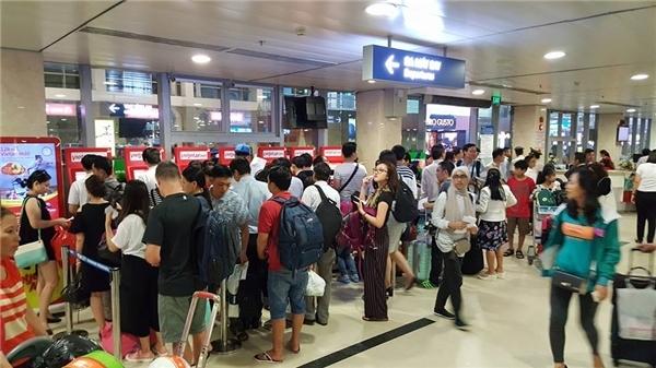 Ấm lòng hành động đẹp của người dân Việt trong vụ tin tặc sân bay