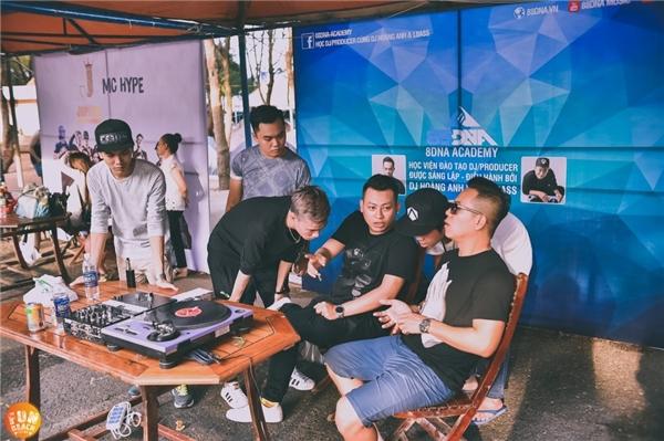 Không chỉ tạo thêm không khí cho lễ hội mà còn mang đến những bài học bổ ích dành cho những bạn trẻ đam mê DJ và MC.Song song đó còn kết hợp những màn trình diễn DJ và MC Hype vô cùng đặc sắc đến từ các các nghệ sĩ đại diện.