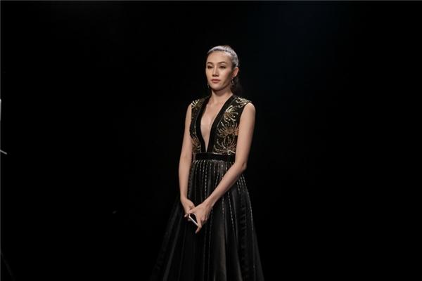 Với lối diễn xuất nhạt nhòa, Lê Hà chưa làm hài lòng Hồ Ngọc Hà và Tóc Tiên.