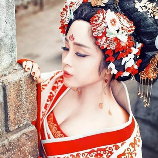 Bộ ảnh cosplay Võ Tắc Thiên một thời từng mang lại sự nổi tiếng Khánh Chi vào những năm trước. Ảnh trong bài: Facebook nhân vật.