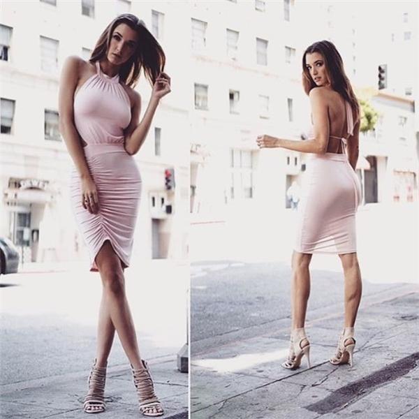 """13. Alyssa Arce là người mẫu chuyên nghiệp. Cô gái đến từ Nam Carolina, Mỹ gây chú ý khi trở thành Miss July 2013 của tạp chí danh giá Playboy. Alyssa hiện ký hợp đồng với cả hai công ty Wihelmina ở Los Angeles và Q-models ở New York. Cô còn được mệnh danh là """"cô gái du thuyền"""" khi bị bắt gặp đi nghỉ dưỡng cùng Justin Bieber. Nữ người mẫu cũng từng hẹn hò với thợ xăm Daniel Lotz vào cuối năm 2013."""