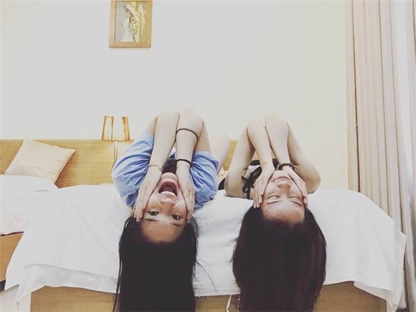 Không những thế, Kiều Oanh còn đăng tải những bức ảnh hài hước, vui nhộn trong khoảnh khắc tinh nghịch cùng bạn bè, người thân. - Tin sao Viet - Tin tuc sao Viet - Scandal sao Viet - Tin tuc cua Sao - Tin cua Sao